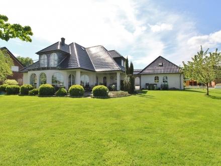 Okel: Viel Platz für die Familie – großes Grundstück... Anwesen mit Garagenhaus nahe Golfplatz!