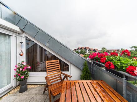 Tolle Wohnung mit offenen Dachstuhl, Balkon und TG-Stellplatz