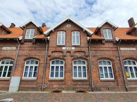 Helle und attraktive Büroräume im repräsentativen, denkmalgeschützten Bahnhofsgebäude in Jever
