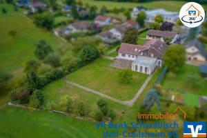 Einmaliges Anwesen am Ortsrand von Mainhardt! Einfamilienwohnhaus mit 2 Wohnhausanbauten und Garagengebäuden für viele Nutzungsmöglichkeiten!