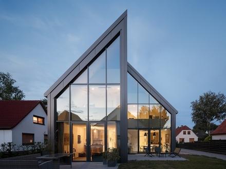 !!! RESERVIERT !!! Seltene Gelegenheit! Junges Doppelhaus in besonderer architektonischer Beschaffenheit!