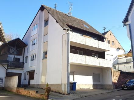 Mehrfamilienhaus im Ortszentrum in ruhiger Seitenstraße mit schönem Grundstück.