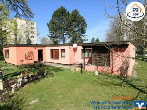 Einfamilienhaus/Bungalow mit zwei Garagen