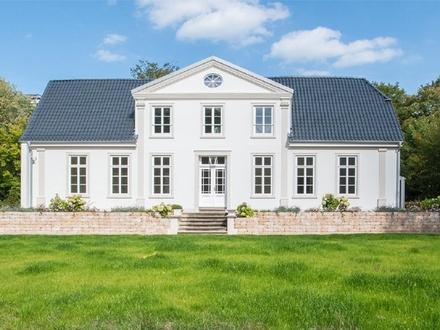 Erstbezug nach Sanierung: Repräsentativ Wohnen im Landgut Heineken mit großzügiger Sonnenterrasse