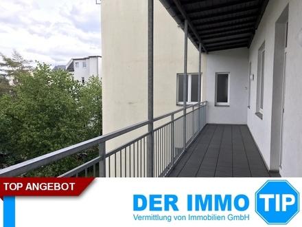 Familienwohnung mit 4 Zimmer und Balkon, NEUEM Laminat und Stellplatz auf dem Kaßberg mieten