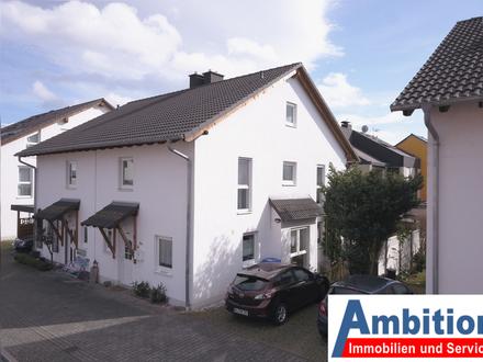 Sehr gepflegte DHH - 4 Zimmer, Garten, Garage und Stellplatz mit Ausbaureserve im Dachgeschoss