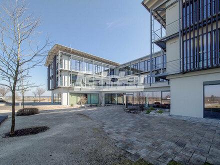 Felder Gewerbeimmobilien bietet: Top Standort an der A8