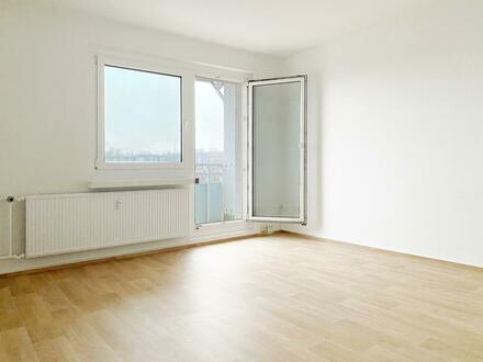 WOW! Kaum zu glauben. 4-Raum Wohnung mit schicker Einbauküche und Balkon. Ab sofort!