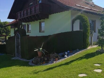 Einfamilienhaus mit Einliegerwohnung und großem Garten Nähe Hengersberg