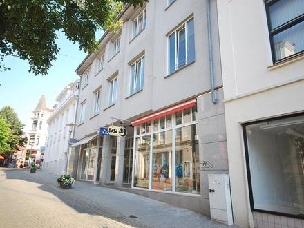 Modernes Ladengeschäft in der Fussgängerzone von Bremen-Vegesack