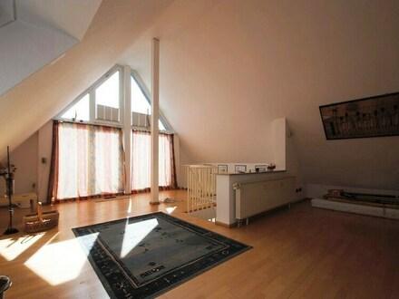 Individuelle Galeriewohnung mit Skyline-Blick in Ruhelage von Friedrichsdorf-OT