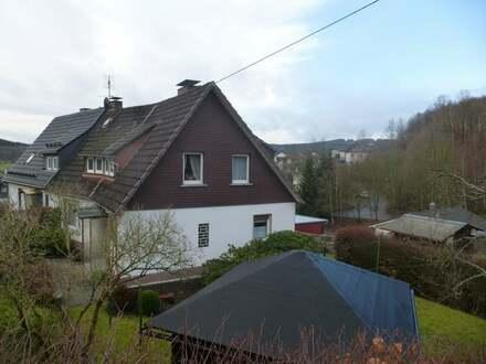 Gepflegte Doppelhaushälfte mit Garage in Netphen-Salchendorf