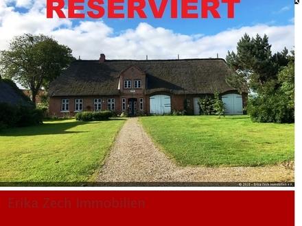 Großzügiges Reetdachhaus in 25856 Hattstedt bei Husum