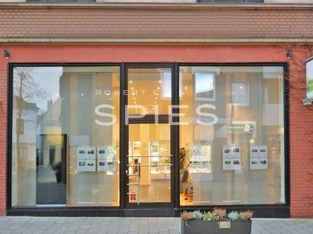 Moderne Büro-/Ladenfläche mit großen Schaufensterfronten und Parkplätzen in zentraler Lage der Vegesacker Fußgängerzone