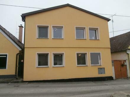 Hausbrunn: Neu renoviertes Einfamilienhaus