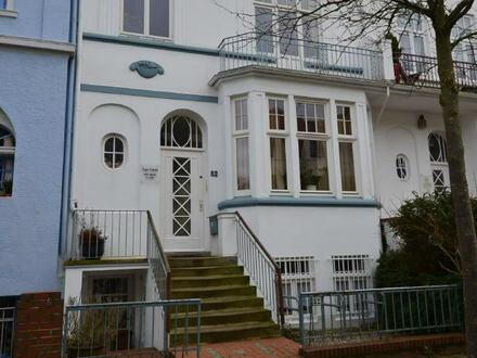 Toplage in Schwachhausen, großzügige 7-Zimmer Altbauwohnung mit viel Charme!!