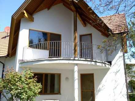 Einfamilien-Doppelhaus-Hälfte mit Garten in Schwadorf zu vermieten.