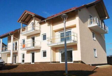 Schöne 3 Zimmer DG Wohnung mit Balkon, in Erstbzug, Passau-Neustift zu vermieten!