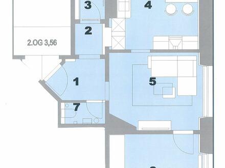 Mit Balkon und Einbauküche: Sanierte 2-Zimmer Altbauwohnung