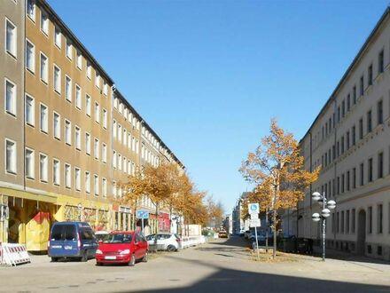 Großzügige schöne 4 Raumwohnung mit Balkon und Aufzug im neu gestalteten Karree am Brühl!