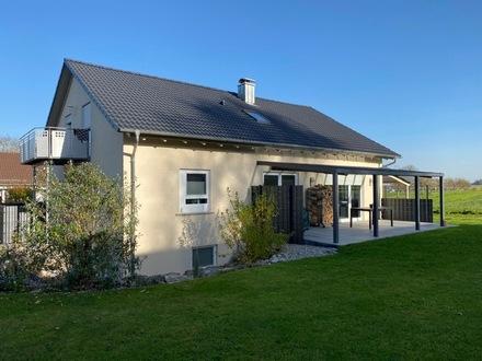 Mehrfamilienhaus am Ortsrand mit Fernblick