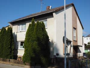 Freistehendes Einfamilienhaus mit Nebengebäude
