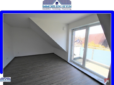 Neuwertige Dachgeschosswohnung mit Balkon