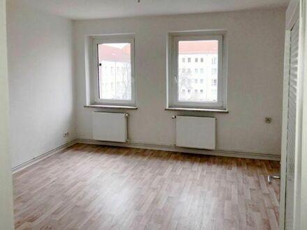Renovierte 3-Raum-Wohnung mit Tageslichtbad und Badewanne! Mit Küchengutschein*