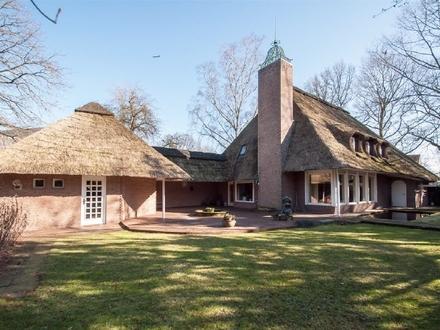 Rarität - Gildemeister Reetdach-Villa in der Umgebung von Bremen