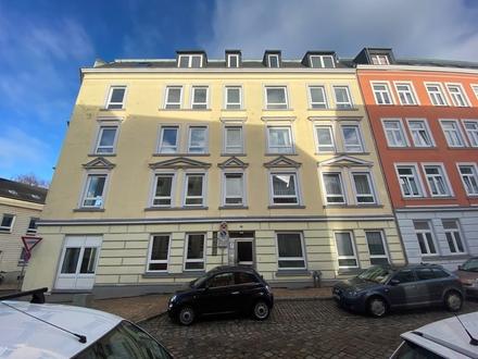 TFI: Großzügig geschnittene 2,5 Zimmer DG-Wohnung im Norden von Flensburg!