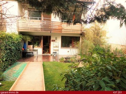 Hübsche 2 1/2 Zimmer-Wohnung mit wunderschönem Garten