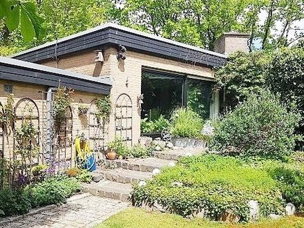 Stuhr Wunschhaus… ebenerdig WOHNEN mit Souterrain/ Gästewohnung/Doppelgarage … idyll. Traumgarten….unmittelbar v.d. Stadt…