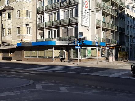 Neu renovierte Geschäftsfläche in Ecklage mit großen Schaufensterfronten