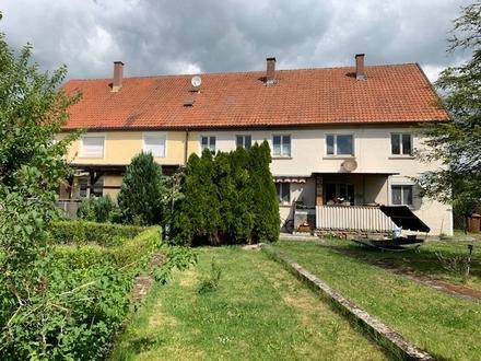 Renovierungsbedürftiges Mehrfamilienhaus mit 7 Wohnungen auf großem Grundstück in Eckartshausen