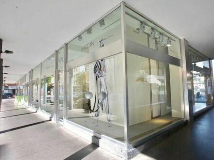 Klagenfurt - Zentrum - Priesterhausgasse: Geschäftslokal mit breiter Glasfront