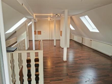 Dachgeschoss Maisonettenwohnung sucht sportlichen Mieter