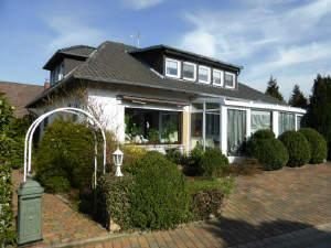 Großzügiges Wohnhaus mit Wintergarten
