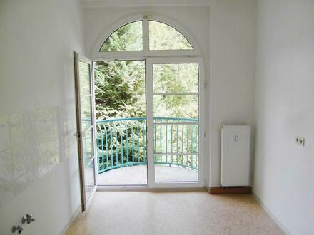 Sonnige Kaßbergwohnung mit halbrundem Balkon