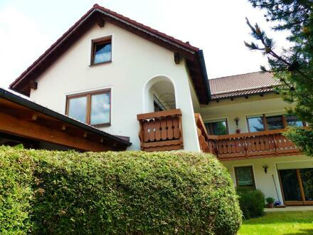 Eltern und Kinder bevorzugt!! Großzügiges Wohnhaus mit ELW und ausbaufähigem DG