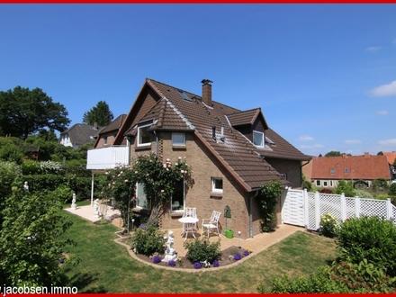 Schleswig-Nord, moderne, großzügige Dachgeschosswohnung mit Balkon in bester Wohnlage