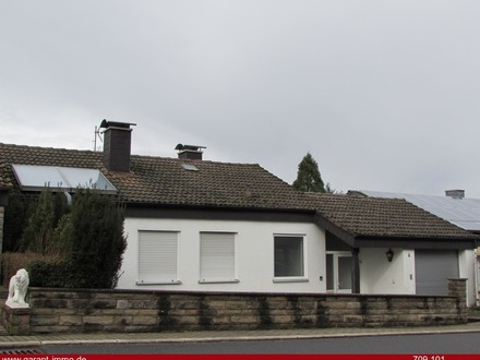 Helles, kleines Einfamilienhaus mit großem Garten und unverbaubarer Aussichtslage mit Abendsonne