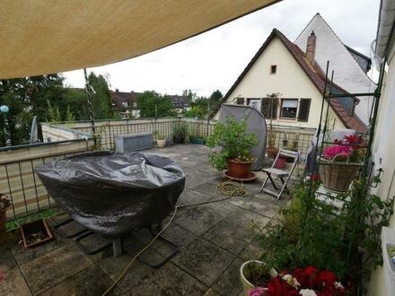 Helle 2 Zimmer Wohnung mit großer Dachterrasse in Schweinheim