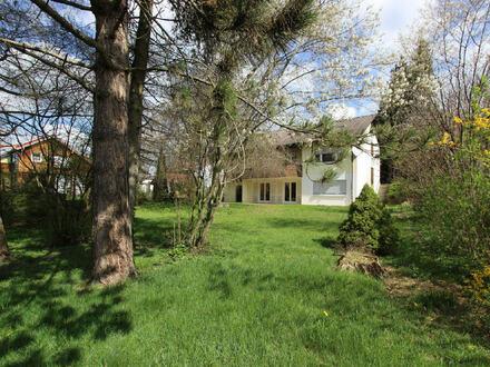 Einfamilienhaus mit Einliegerwohnung und herrlichem Grundstück