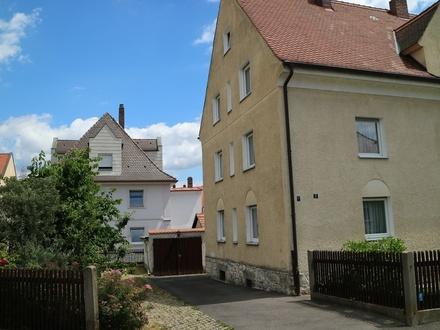 Ansicht Haus - Hof und Garage