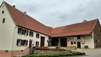 Battweiler: Altes Bauernhaus als Dorfmittelpunkt