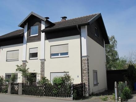 Freistehendes Einfamilienhaus mit Nebengebäude und Garage sucht einen Handwerker