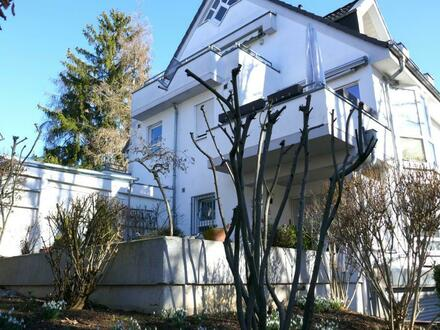 Kapitalanlage: gepflegte 2-Zimmer-Eigentumswohnung seitlich Biebricher Allee