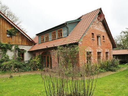 TT Immobilien bietet Ihnen: Idyllisches und reizvolles Landhaus-Ensemble in Friesland!