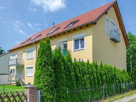 Moderne 2-Zimmer-Dach-Wohnung mit EBK, Balkon und Außen-Stellplatz in Landshut-Auloh