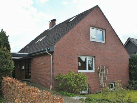 5793 - Freistehendes Einfamilienhaus mit Garage in ruhiger Lage von Hundsmühlen